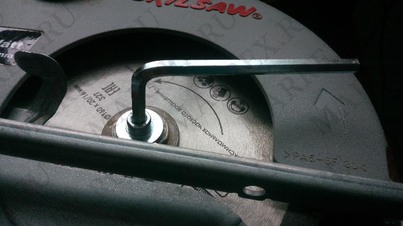 Процесс замены циска на циркулярке skil