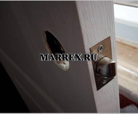 Установка ручки на межкомнатную дверь.