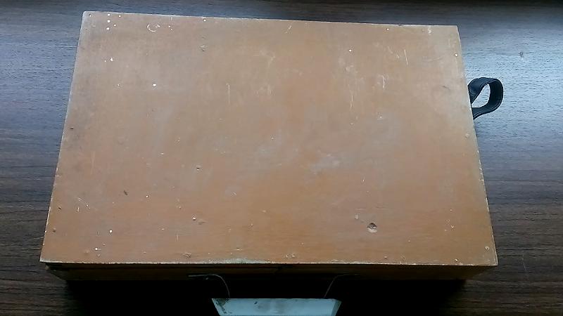 Вид сверху ящик для гвоздей.
